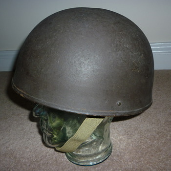 WW11 British tank crew steel helmet. 1945. - Military and Wartime