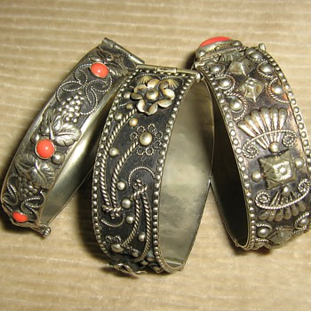 1940's-50's Italian silver and coral or glass bangles - Fine Jewelry
