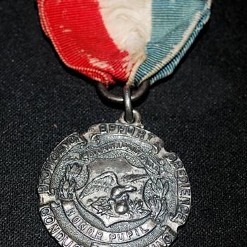 1915 award pin