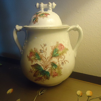 ROYAL INONSTONE CHINA TEA POT. - China and Dinnerware