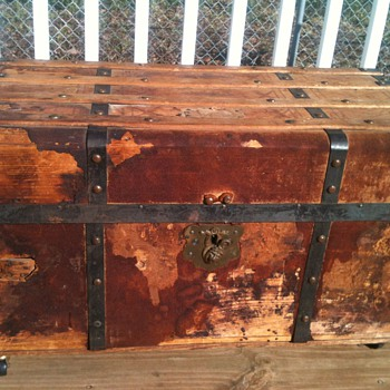 Need to ID steamer trunk