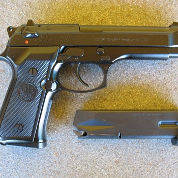 Beretta 92F / M9 pistol - Military and Wartime