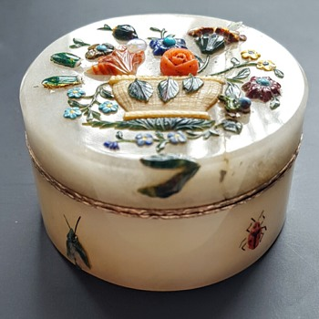 Second of the shibayama antique jade boxes. - Asian