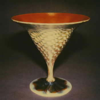 QUEZAL ART GLASS COMPOTE