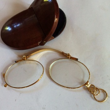 1860' gold pince-nez, with wood case.