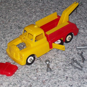 1950's plastic wrecker toy - Model Cars