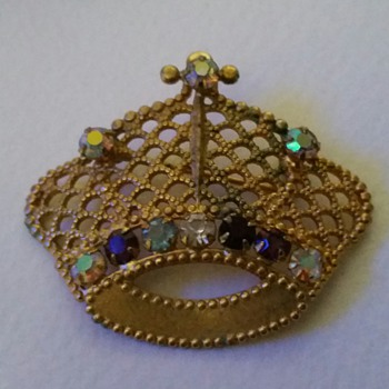 14 k.g.f. crown brooch  - Costume Jewelry