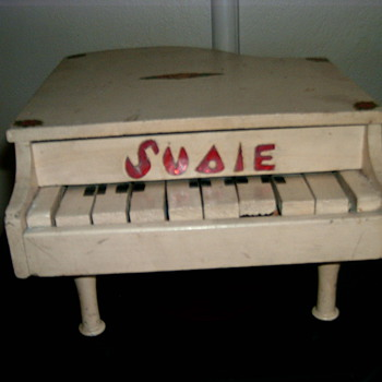 My Vintage  Homemade Childs Piano that plays ! - Toys