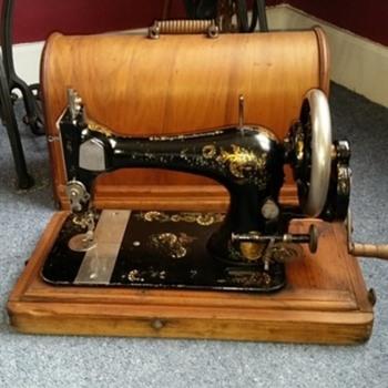 Singer Handcrank - Sewing