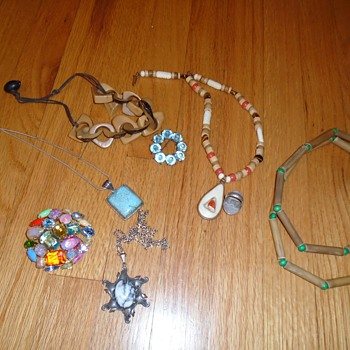 HELP! Jewelry & Native American experts.. Please please lookie!