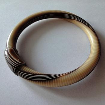 VINTAGE (1970s) LEA STEIN bangle bracelet