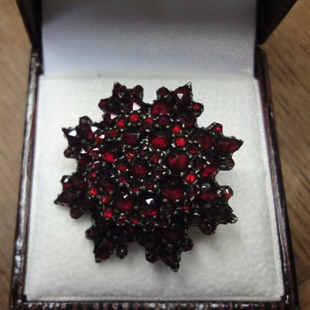Gold Garnet earrings and brooch