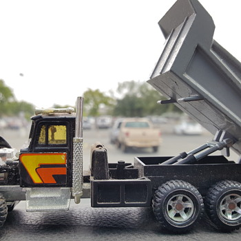 Kenworth dump truck. - Model Cars