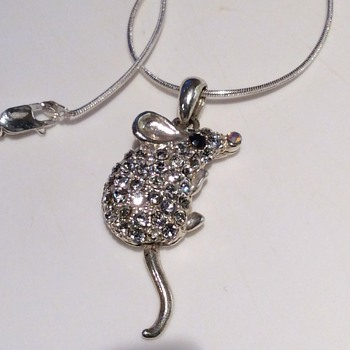 Mouse pendant  - Costume Jewelry