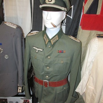 WWII German Army Medical Officer Tunic Set - Military and Wartime