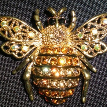 Rhinestone Bee Brooch/Pin - Costume Jewelry