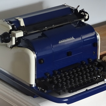 1950 Underwood Electric Typewriter