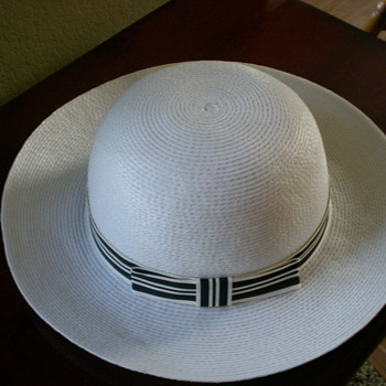 Women's off-white hat with matching off-white and black band with a bow.