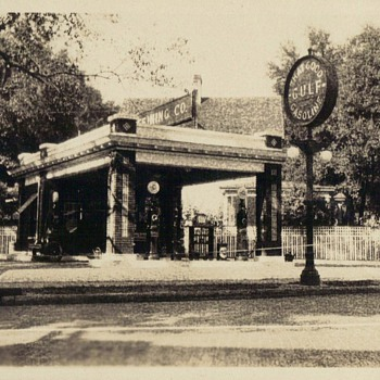 EARLY ORLANDO GAS STATION - Photographs