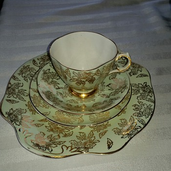 Royal Tara 385 Teaset - China and Dinnerware