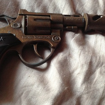 Any help with ageing this cap gun, please.