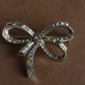 1950's silver tone bow brooch with rhinestones - Costume Jewelry