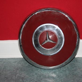 mercedes hubcap