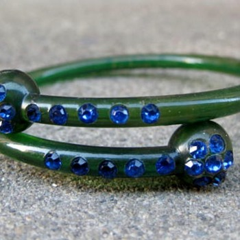 Celluloid bracelet w/rhinestones