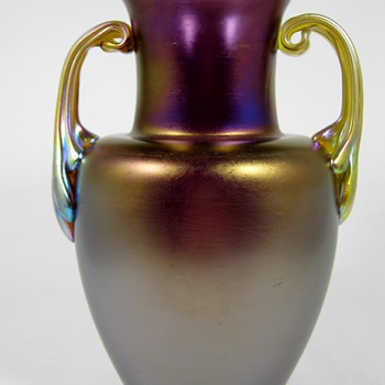 Loetz Amethyst Matt Iris mit Silberrand und henkeln Series III production - Art Glass