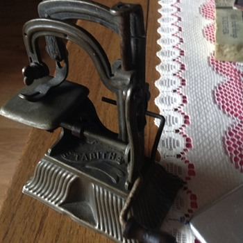 Tabitha sewing machine - Sewing