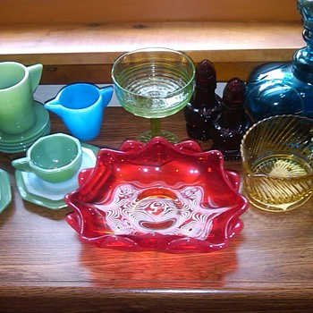COLLECTION OF GLASS: AKRO AGATE, FENTON, HANDMADE GLASS AND MORE. - Glassware