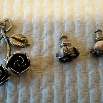 TEKA 925 Silver ROSE Earrings and Pendant - Fine Jewelry