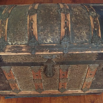 Roundtop Trunk - Furniture