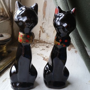Vintage black cat salt and pepper shakers