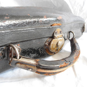Antique Bullshead Violin Case