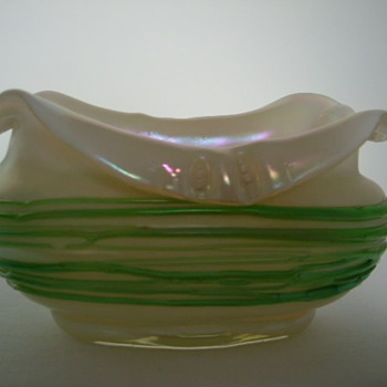 Kralik Mother-Of-Pearl Bowl With Threading - Art Glass