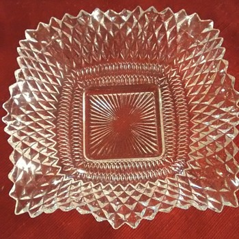 Does anybody recognize this glass pattern
