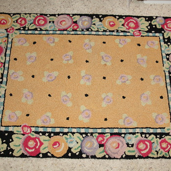 Bright hook rug