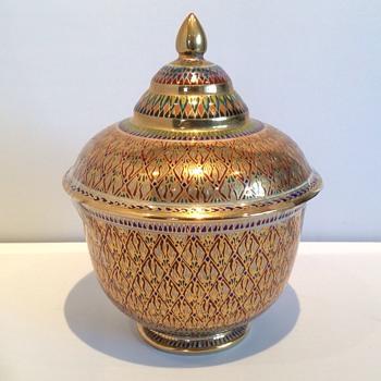 Stunning lidded pot - Art Pottery