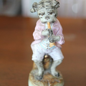 Looking for help to identify the maker. - Figurines