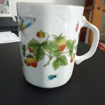 "cup with gold 3 1/2"" hight - China and Dinnerware"