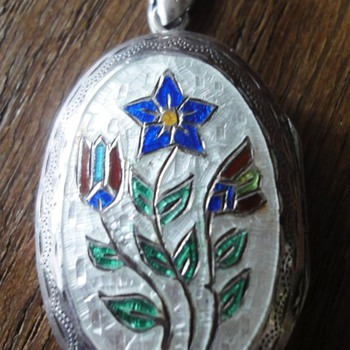 Enameled flower Sterling Silver beautiful carved locket