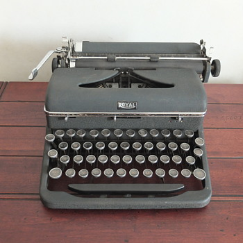 Vintage Royal Typewritter