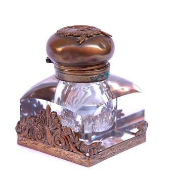 Encrier en cristal et bronze doré. Epoque XIXè