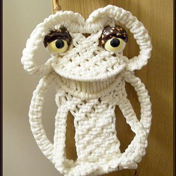 1970's Macrame Towel Holder -- Frog...  a.k.a FROGGIE
