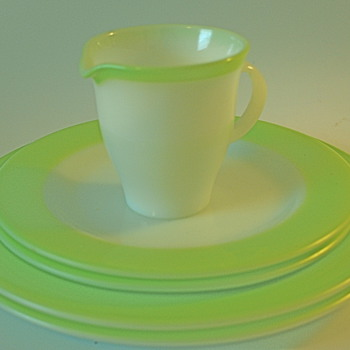 Pyrex Plates &amp; Creamer Retro Green  - Kitchen