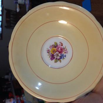Does anyone know anything about this pattern??   - China and Dinnerware