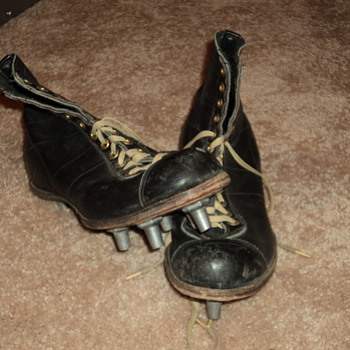 old football spikes - Football