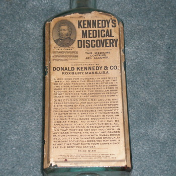 DR. KENNEDY MEDICAL DISCOVERY BOTTLE. - Bottles