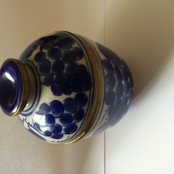 Chinese cobalt blue little pot